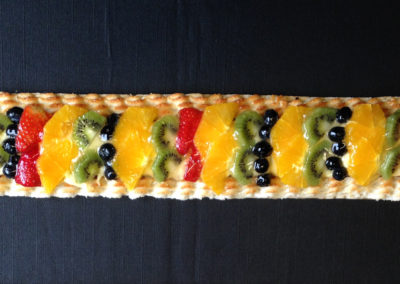 Frugtstænger med marcipan. Ca. 8 store stykker i hver kage.